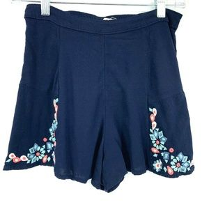3/20 Hollister Flower Embroidered Flower Shorts